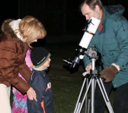 ICROL team members share views of the heavens with public.