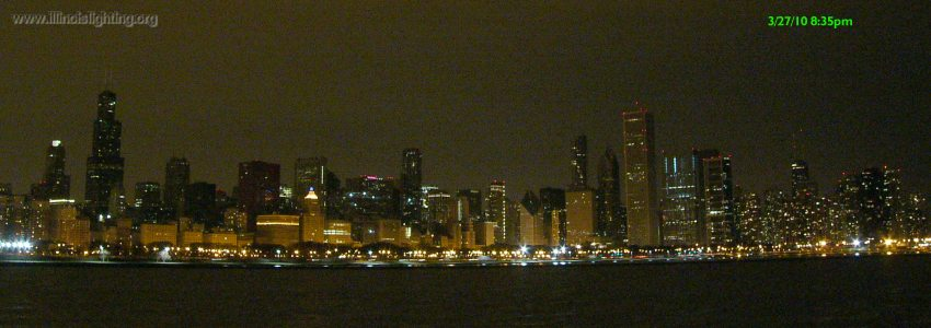 Chicago skyline before Earth Hour 2010.